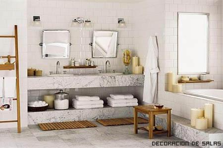 Baño balnco y madera
