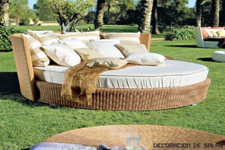 cama en el jardín