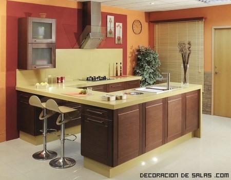 cocinas de madera con encimeras en beige