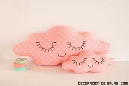 cojines en color rosa
