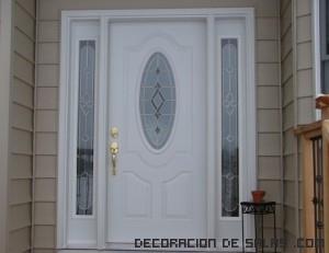 Puertas en blanco con detalles decorativos