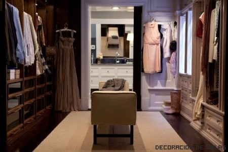 Vestidor con ropa