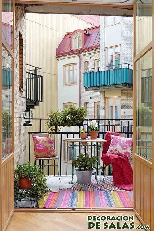 alfombras de colores en la terraza
