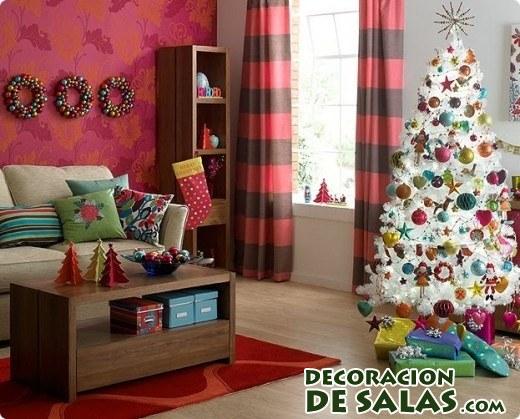 árbol blanco decorado en colores
