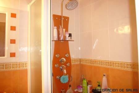 baño colores llamativos