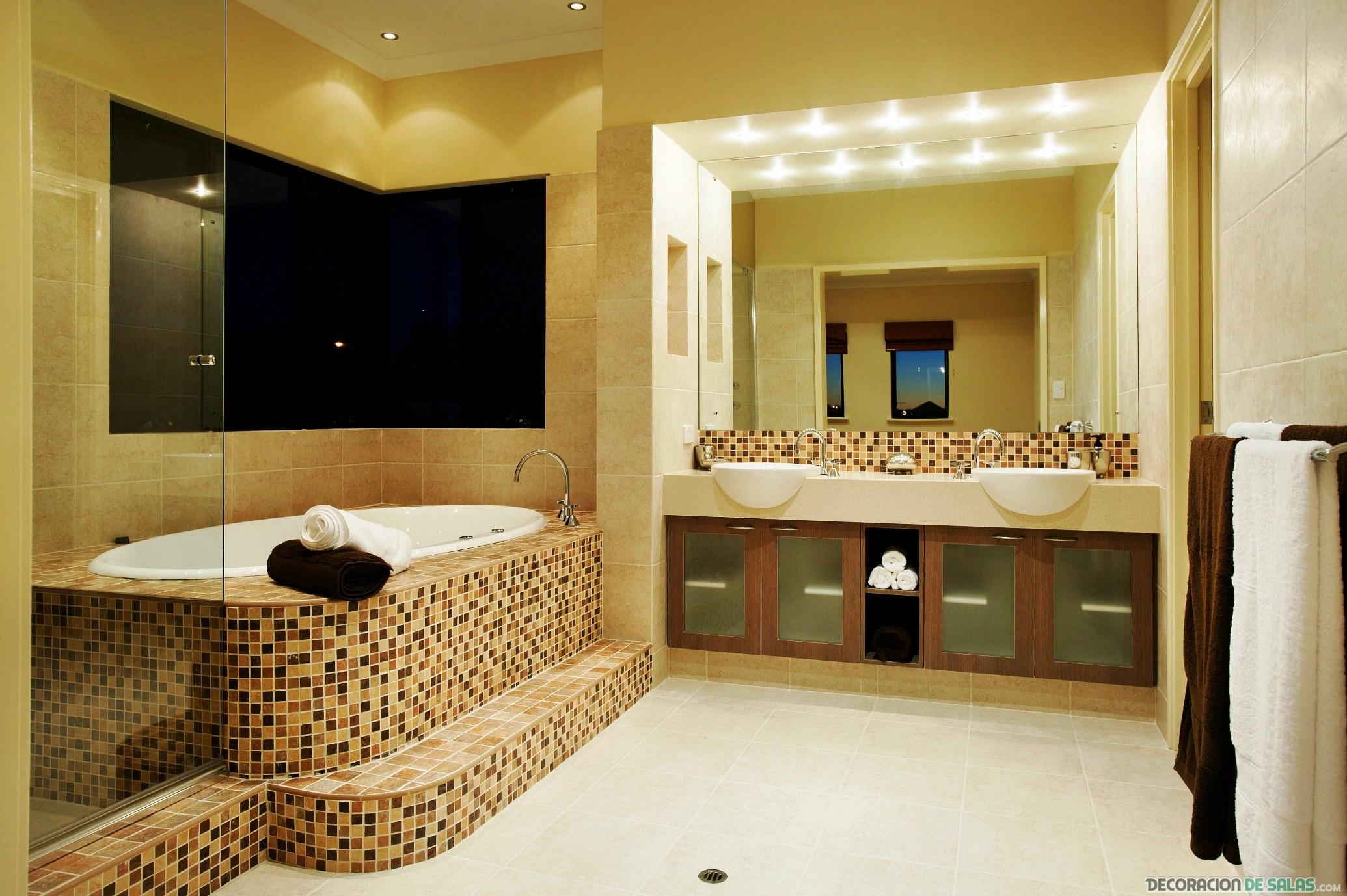 baño de diseño amplio y luminoso