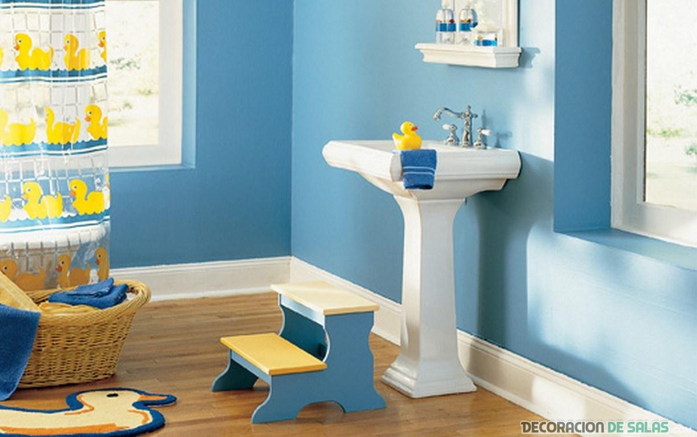 baño decorado con detalles infantiles