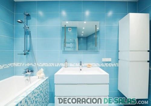 baño en color azul celeste