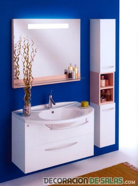 baño en color azul eléctrico