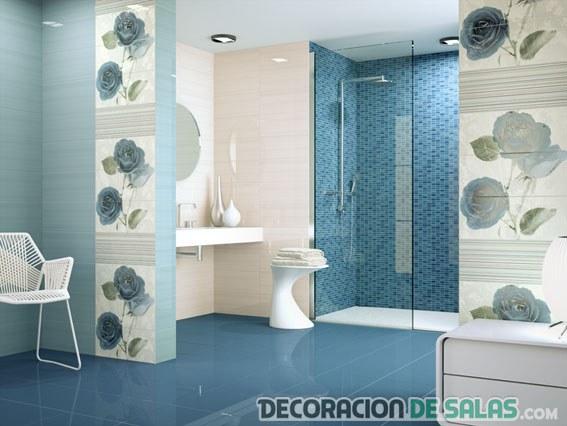 baño en color azul y grisáceo