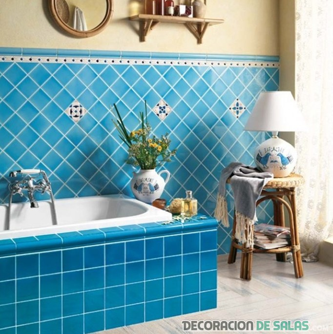 baños con azulejos en azul turquesa
