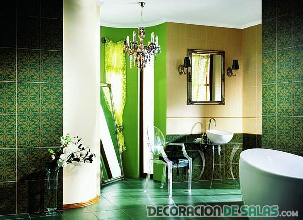 Baños en color verde de azulejos