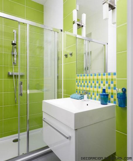 baños con azulejos en verde