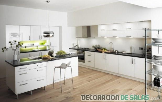 cocina amplia en blanco
