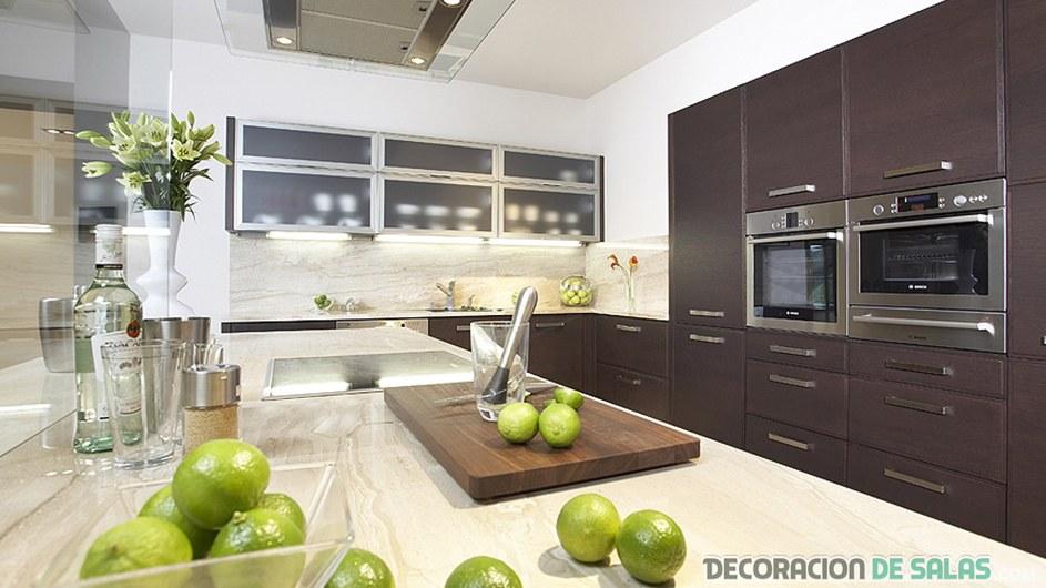Cocina amplia y moderna en wengué