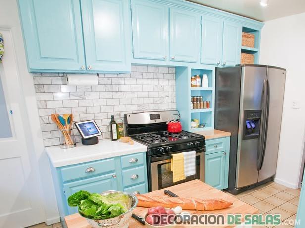 cocina azul cielo moderna