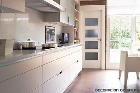 cocina blanca luminosa