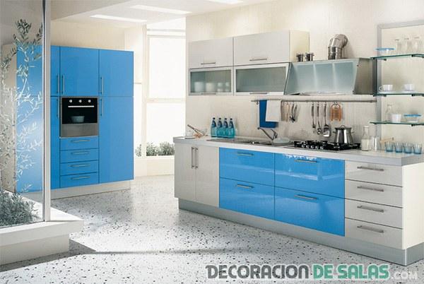 cocina combinada en color azul claro
