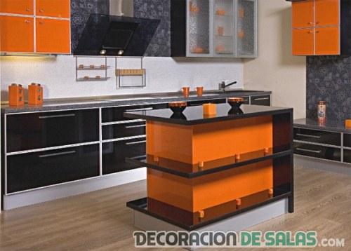 cocina con isla en color naranja