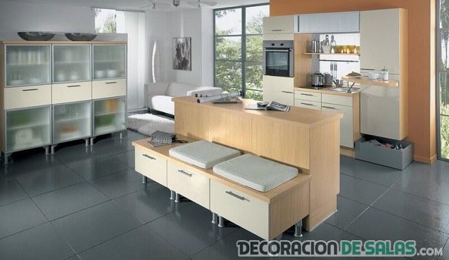 cocina con  muebles auxiliares