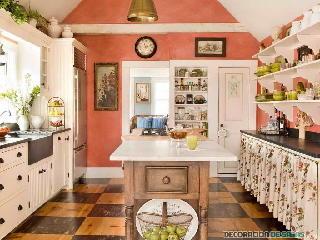 cocina con pared decorada en color coral