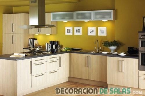 cocina con paredes en color amarillo