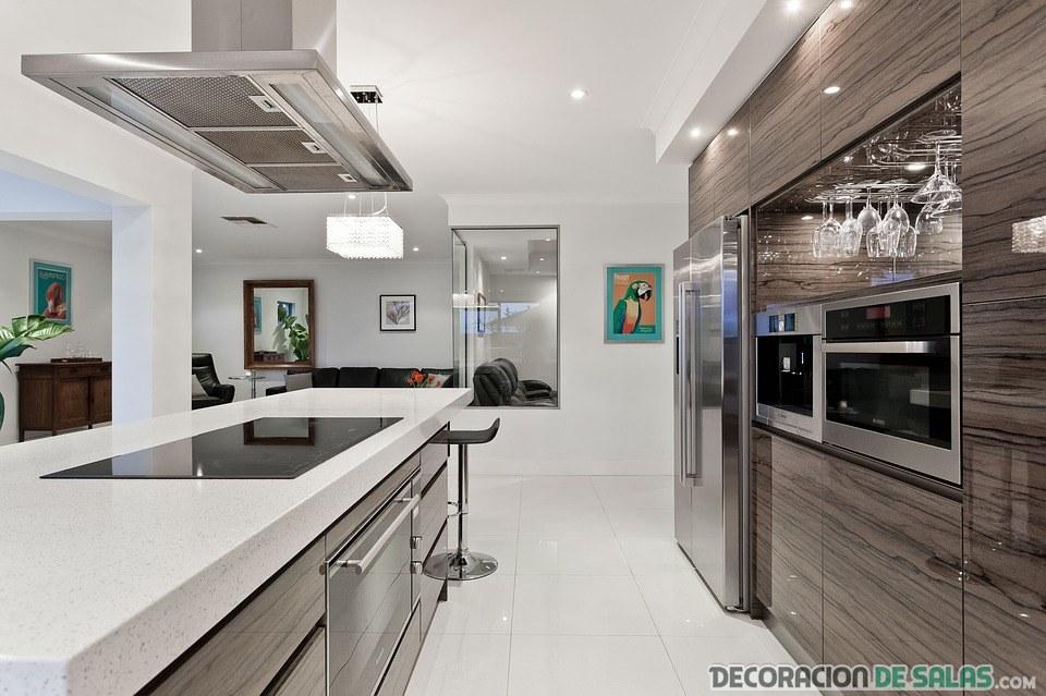 cocina contemporánea en piso amplio