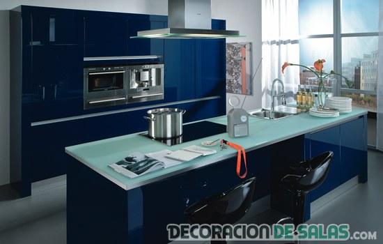 cocina decorada azul oscuro