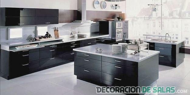 cocina en color negro minimalista moderna