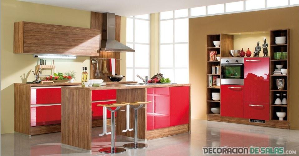 cocina en rojo y marrón