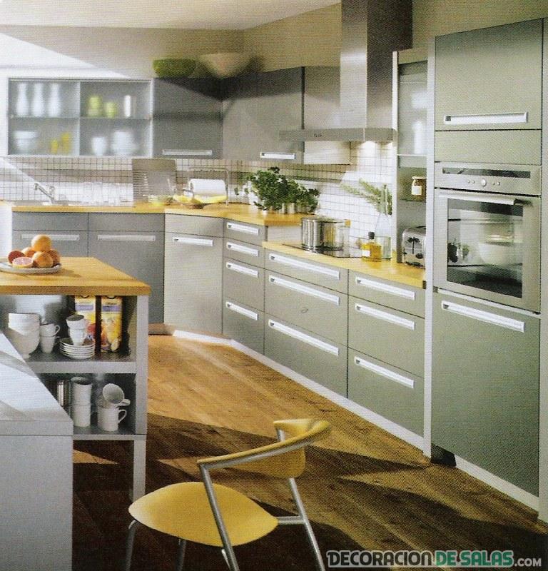 cocina estrecha y sencilla