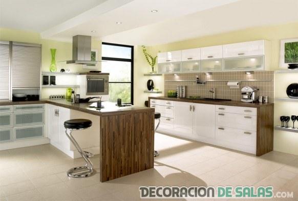 cocina marrón blanco minimalista