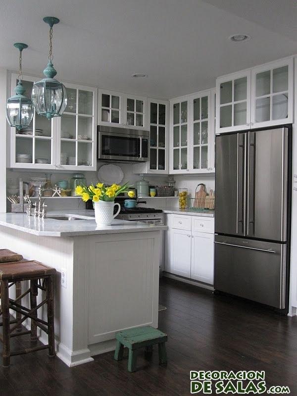 cocina poco luminosa en blanco