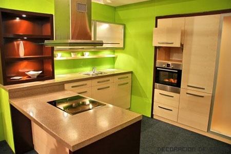 cocina verde y madera