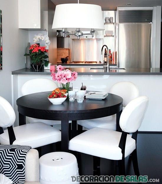 cocina y comedor en blanco y negro