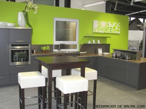 cocina modernas  con muebles oscuros