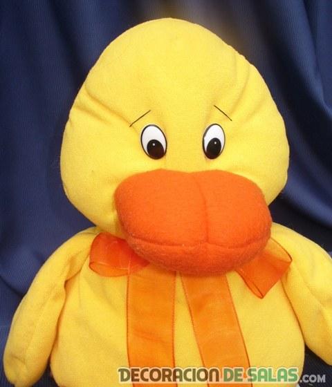 cojin amarillo forma pato