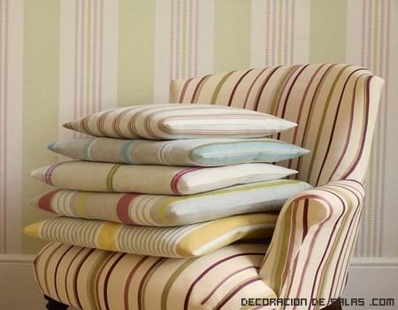 cojines de colores suaves