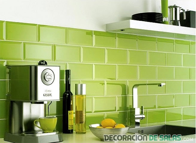 color pantone greenery
