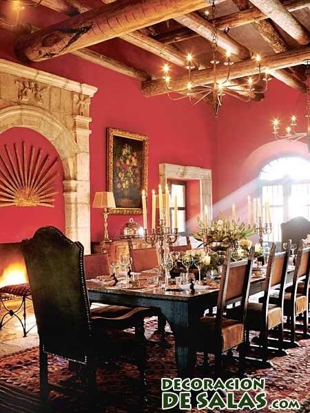 comedor colonial con pared en rojo