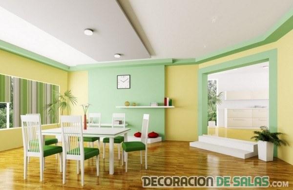 comedor con paredes combinadas de verde y amarillo