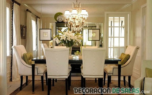 comedor mesa alargada con sillas neutras