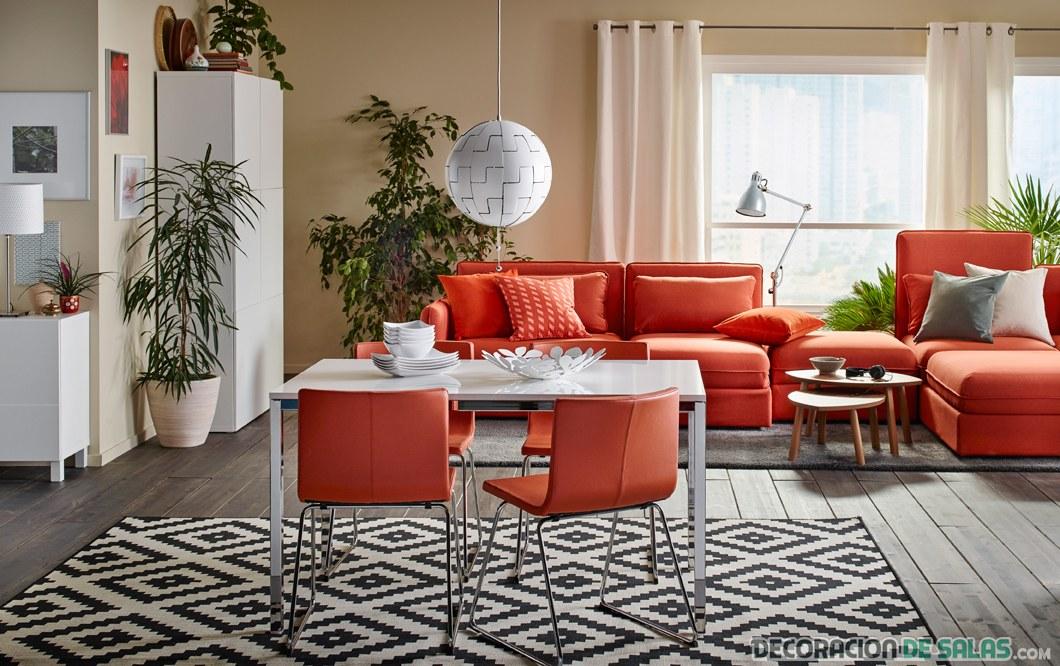comedor y salón con muebles en naranja