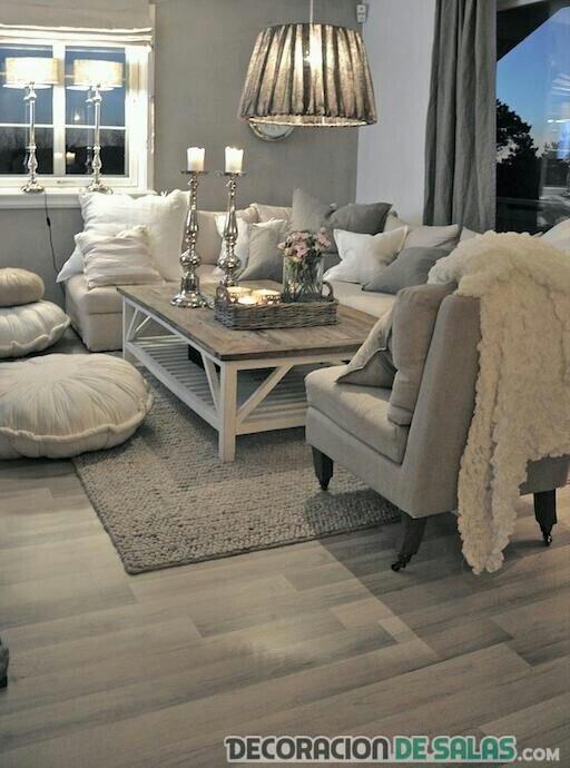 decoración de salón cálido en tonos grisáceos