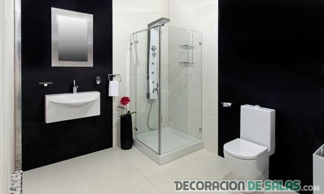 decoración del baño con paredes en negro
