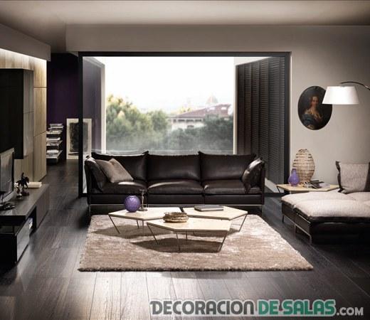 decoración elegante con sofás en colores oscuros