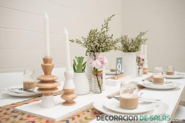 decoracion mesa blanca con flores