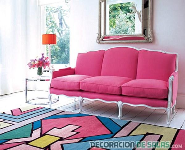 decoración moderna con sofá en rosa