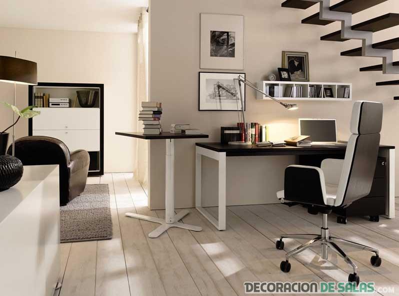 despacho elegante bajo la escalera