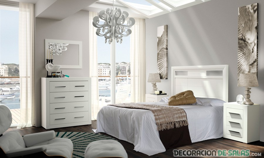 dormitorio amplio en blanco con pinceladas de marrón